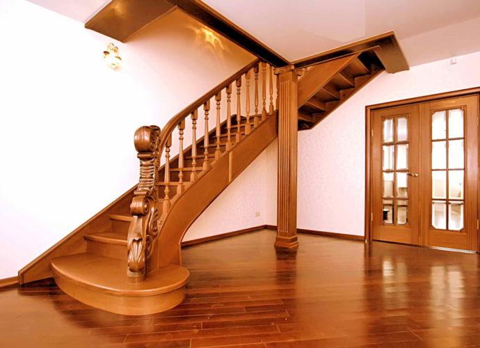 Деревянная-маршевая-лестница